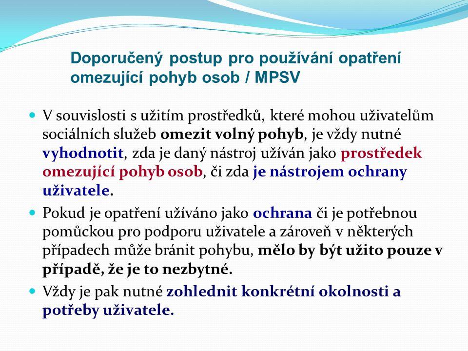 Doporučení a výklad MPSV ČR Po výskytu situace, při které dojde k užití opatření omezujícího pohyb uživatele, musí být dána jak personálu, tak uživatelům služby zvláštní příležitost, aby si v klidném a bezpečném prostředí promluvili o tom, co se stalo.