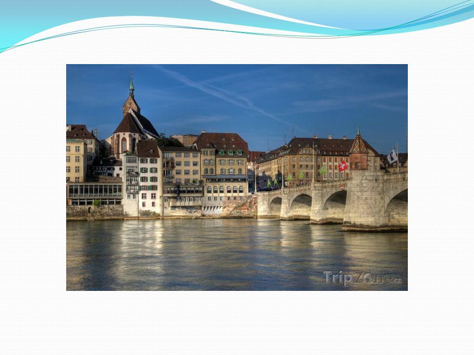 Štrasburg Hlavní město Alsaska Střídavě město patřilo Německu a Francii Katedrála Notre-Dame Sídlo mnoha evropských institucí Centrum služeb i průmyslu