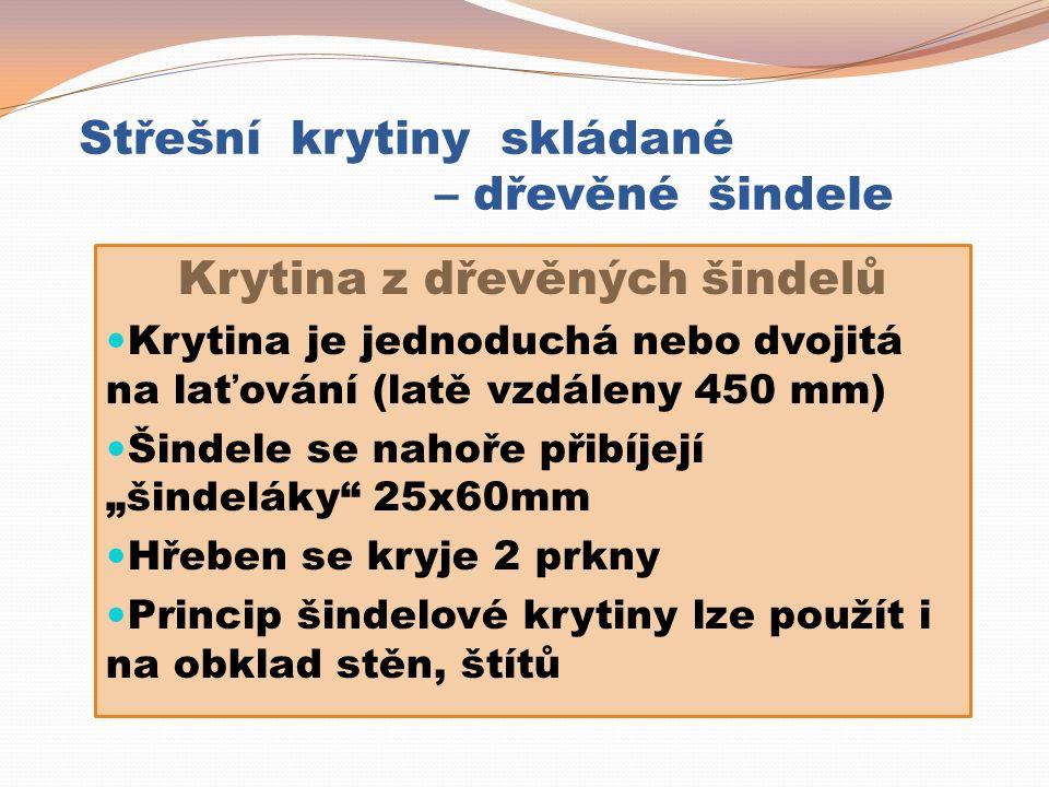 """Střešní krytiny skládané – dřevěné šindele Krytina z dřevěných šindelů Krytina je jednoduchá nebo dvojitá na laťování (latě vzdáleny 450 mm) Šindele se nahoře přibíjejí """"šindeláky 25x60mm Hřeben se kryje 2 prkny Princip šindelové krytiny lze použít i na obklad stěn, štítů"""