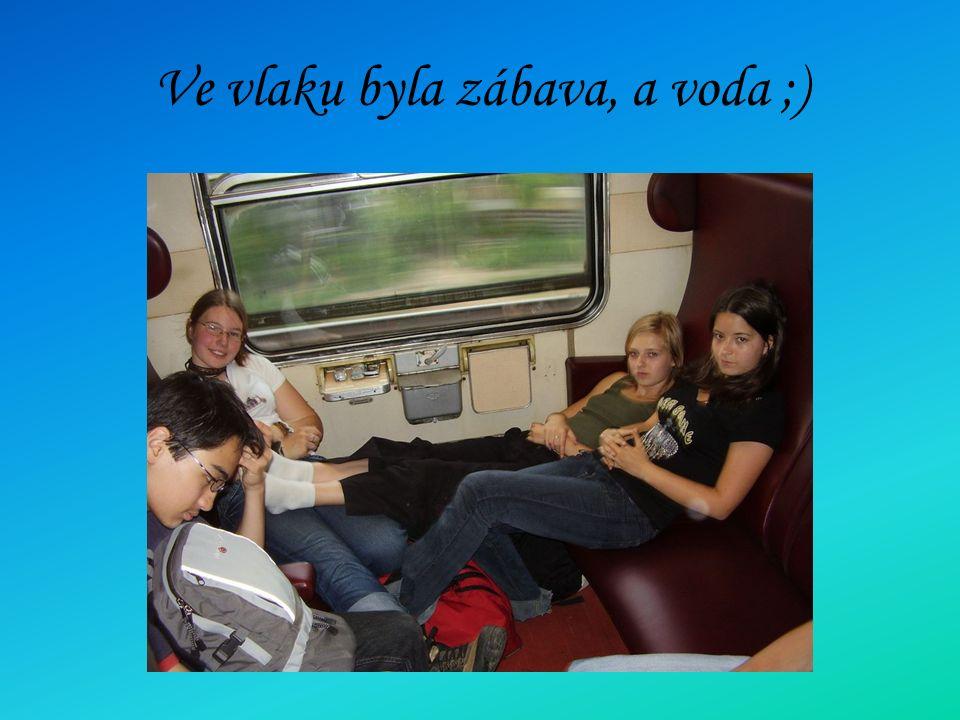 Ve vlaku byla zábava, a voda ;)