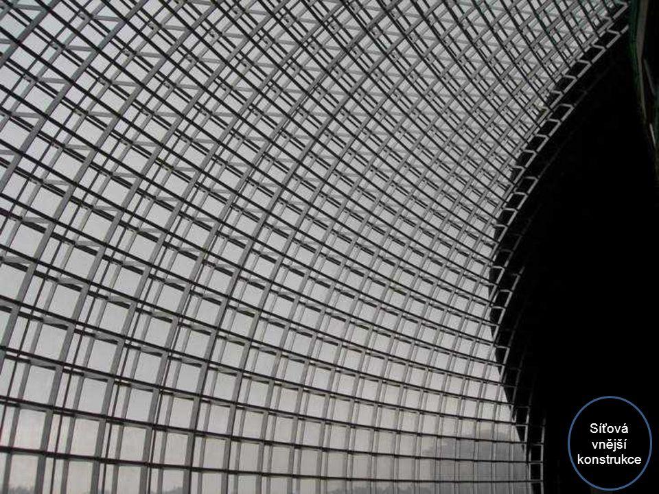 Plocha střechy má 40.000 m2