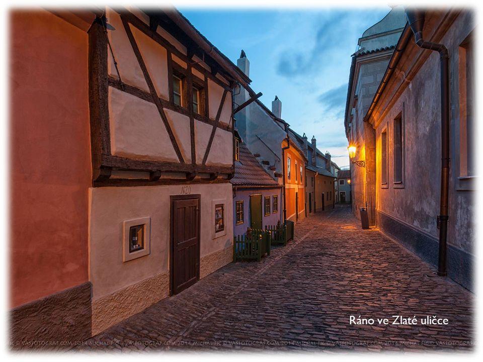 Život na Vltavě u Tančícího domu