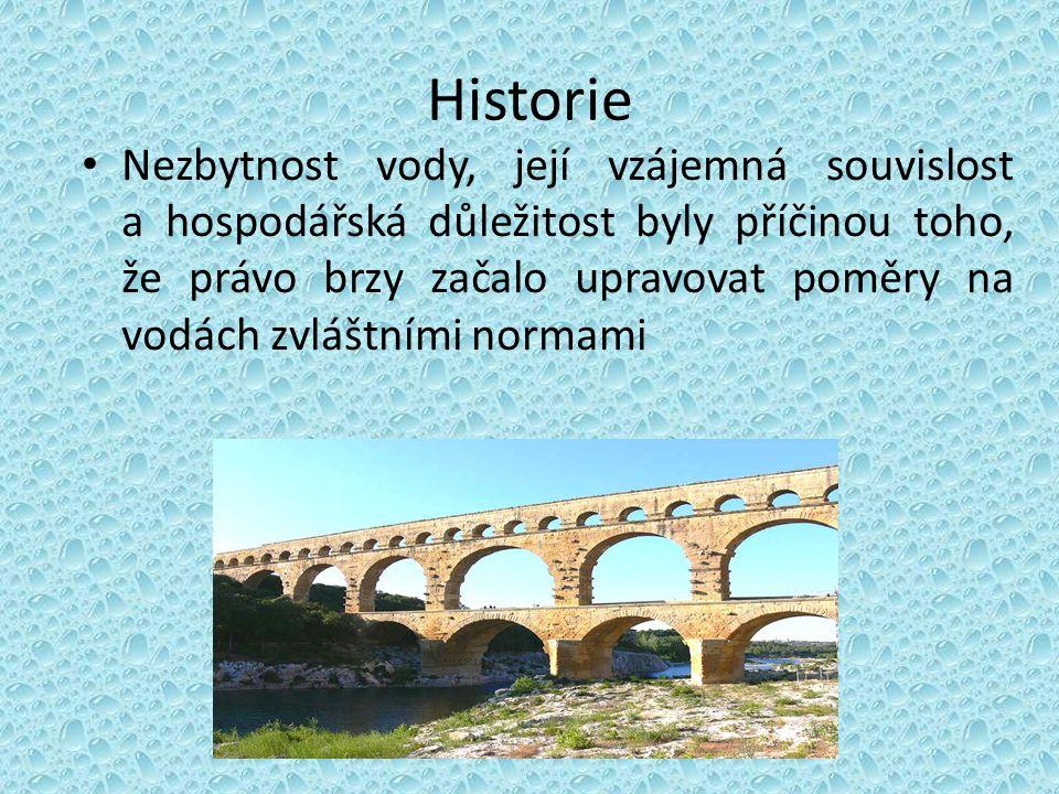 Historie Nezbytnost vody, její vzájemná souvislost a hospodářská důležitost byly příčinou toho, že právo brzy začalo upravovat poměry na vodách zvláštními normami
