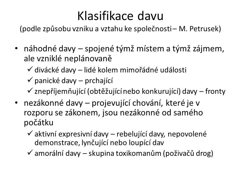Klasifikace davu (podle způsobu vzniku a vztahu ke společnosti – M. Petrusek) náhodné davy – spojené týmž místem a týmž zájmem, ale vzniklé neplánovan