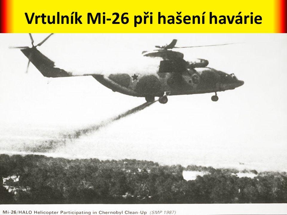Vrtulník Mi-26 při hašení havárie
