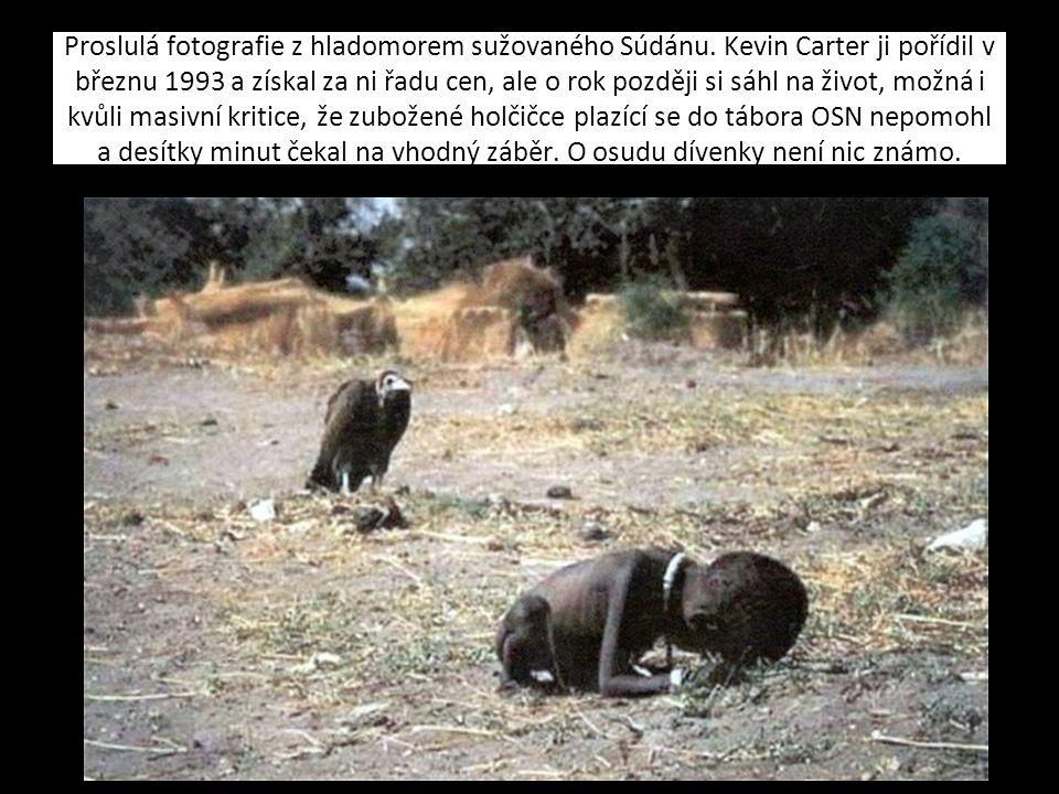 Kliknutím lze upravit styly předlohy textu. Druhá úroveň Třetí úroveň Čtvrtá úroveň Pátá úroveň Proslulá fotografie z hladomorem sužovaného Súdánu. Ke