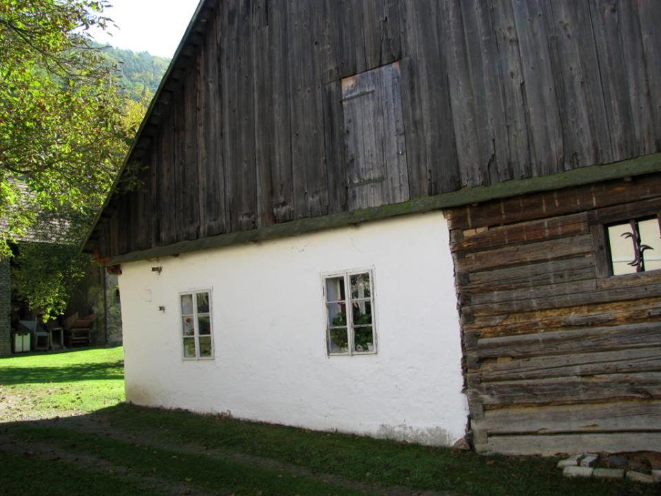 Cenný roubený špýcharový dům z roku 1760, známý jako Hamousův statek.
