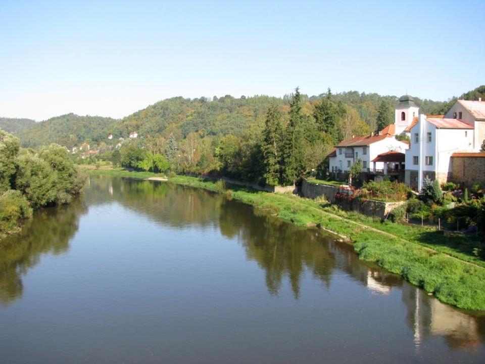 KŘIVOKLÁT je jedním z nejstarších a nejvý- znamnějších středověkých hradů českých knížat a králů.
