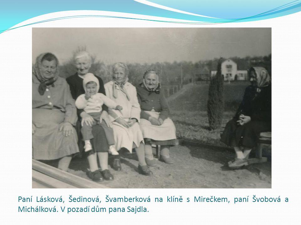 Paní Lásková, Šedinová, Švamberková na klíně s Mirečkem, paní Švobová a Michálková.