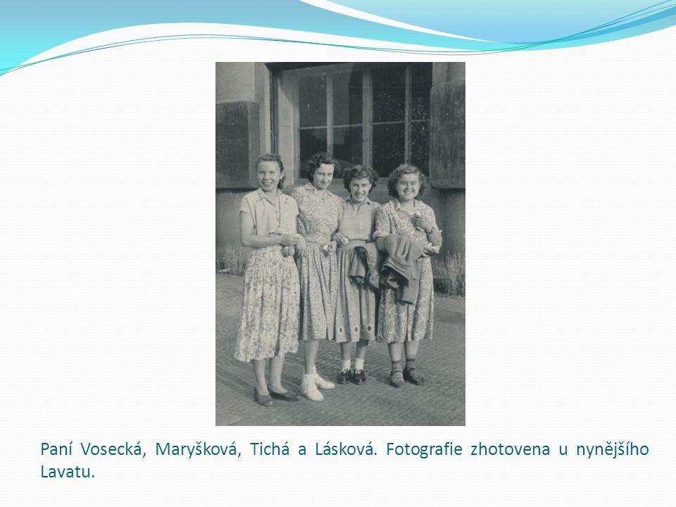 Paní Vosecká, Maryšková, Tichá a Lásková. Fotografie zhotovena u nynějšího Lavatu.
