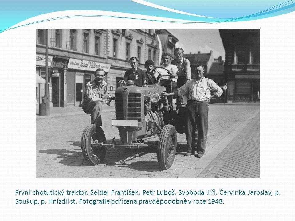 První chotutický traktor.Seidel František, Petr Luboš, Svoboda Jiří, Červinka Jaroslav, p.