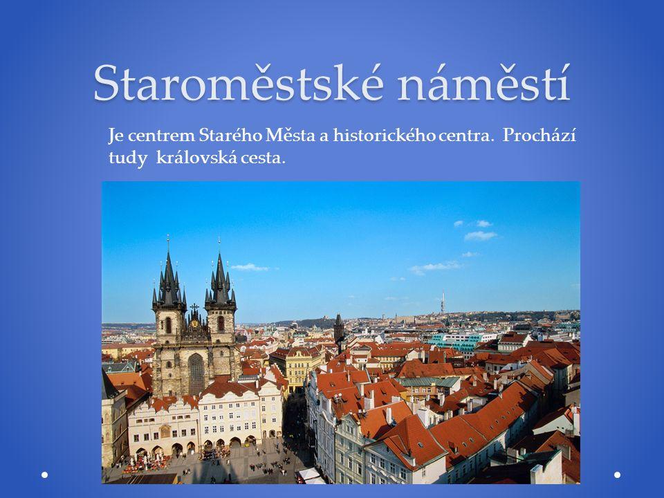 Staroměstské náměstí Je centrem Starého Města a historického centra. Prochází tudy královská cesta.