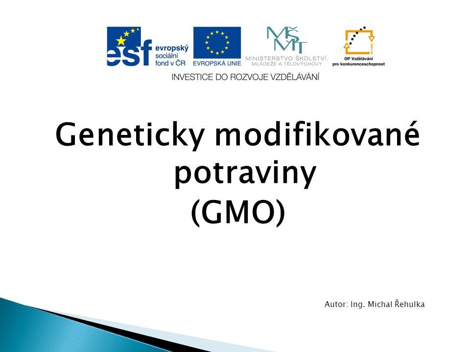 Obecná charakteristika  Geneticky modifikované potraviny (GMO) jsou veškeré organismy, které slouží jako potraviny, jejichž dědičná informace (DNA) byla úmyslně změněna genetickou modifikací  Genetická modifikace je tedy cílený lidský zásah do dědičného materiálu organismu, kterého se nedosáhne přirozenou rekombinací  Tímto způsobem je možné vybrat určité vlastnosti z jednoho organismu a implantovat tyto žádoucí vlastnosti do jiného organismu, ve kterém se přirozeně nevyskytují.