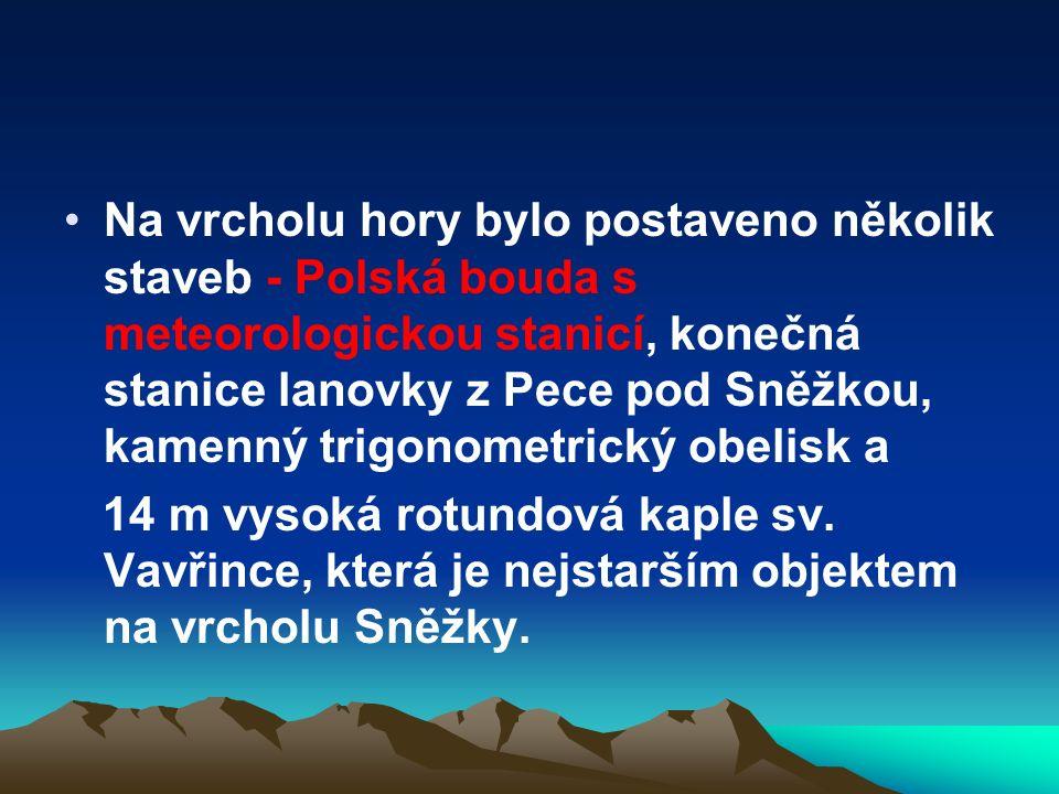 Na vrcholu hory bylo postaveno několik staveb - Polská bouda s meteorologickou stanicí, konečná stanice lanovky z Pece pod Sněžkou, kamenný trigonometrický obelisk a 14 m vysoká rotundová kaple sv.