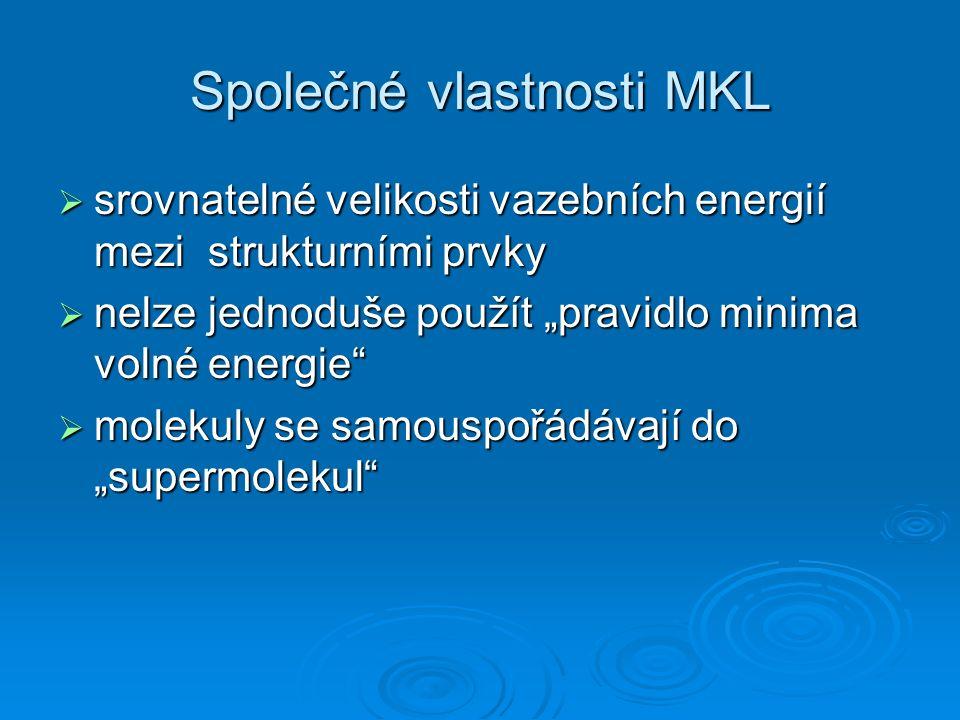 """Společné vlastnosti MKL  srovnatelné velikosti vazebních energií mezi strukturními prvky  nelze jednoduše použít """"pravidlo minima volné energie""""  m"""