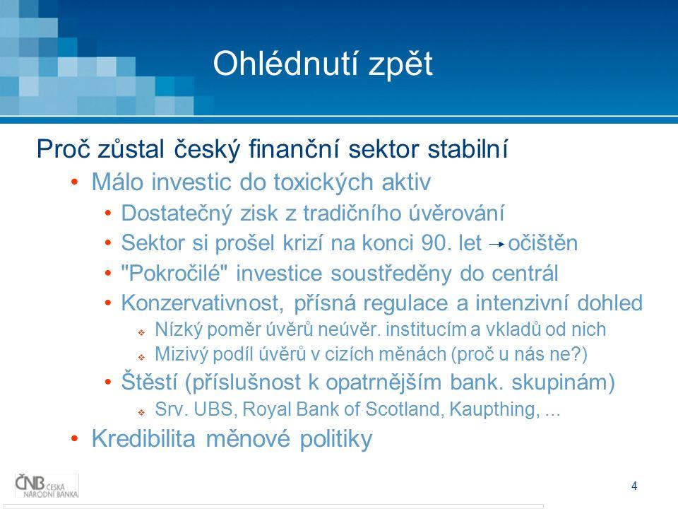 4 Ohlédnutí zpět Proč zůstal český finanční sektor stabilní Málo investic do toxických aktiv Dostatečný zisk z tradičního úvěrování Sektor si prošel krizí na konci 90.