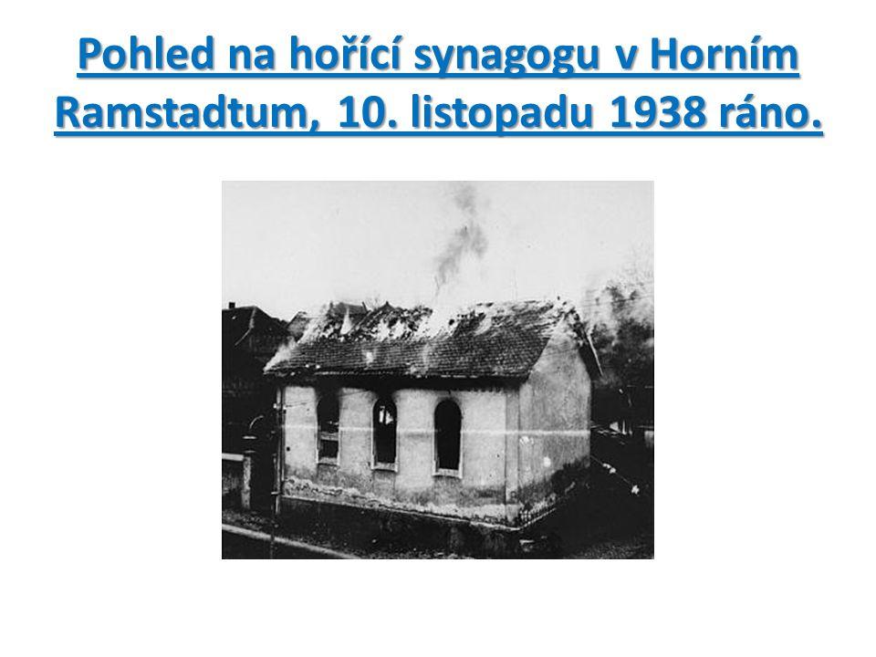 Pohled na hořící synagogu v Horním Ramstadtum, 10. listopadu 1938 ráno.