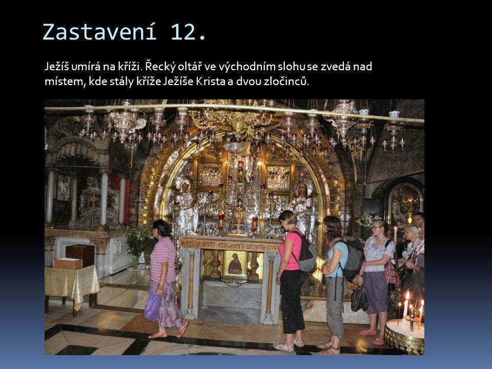 Zastavení 12. Ježíš umírá na kříži. Řecký oltář ve východním slohu se zvedá nad místem, kde stály kříže Ježíše Krista a dvou zločinců.