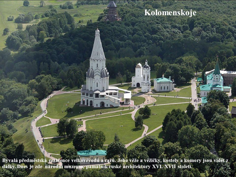 Kolomenskoje Bývalá předměstská rezidence velkovévodů a carů. Jeho věže a věžičky, kostely a komory jsou vidět z dálky. Dnes je zde národní muzeum, pa