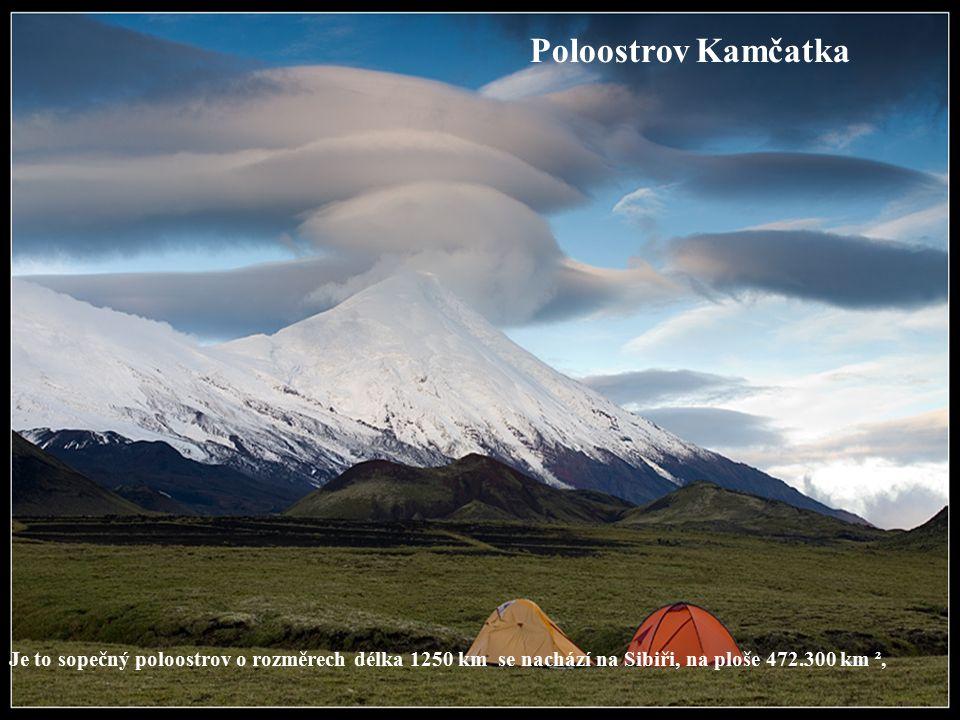 Poloostrov Kamčatka Je to sopečný poloostrov o rozměrech délka 1250 km se nachází na Sibiři, na ploše 472.300 km ²,