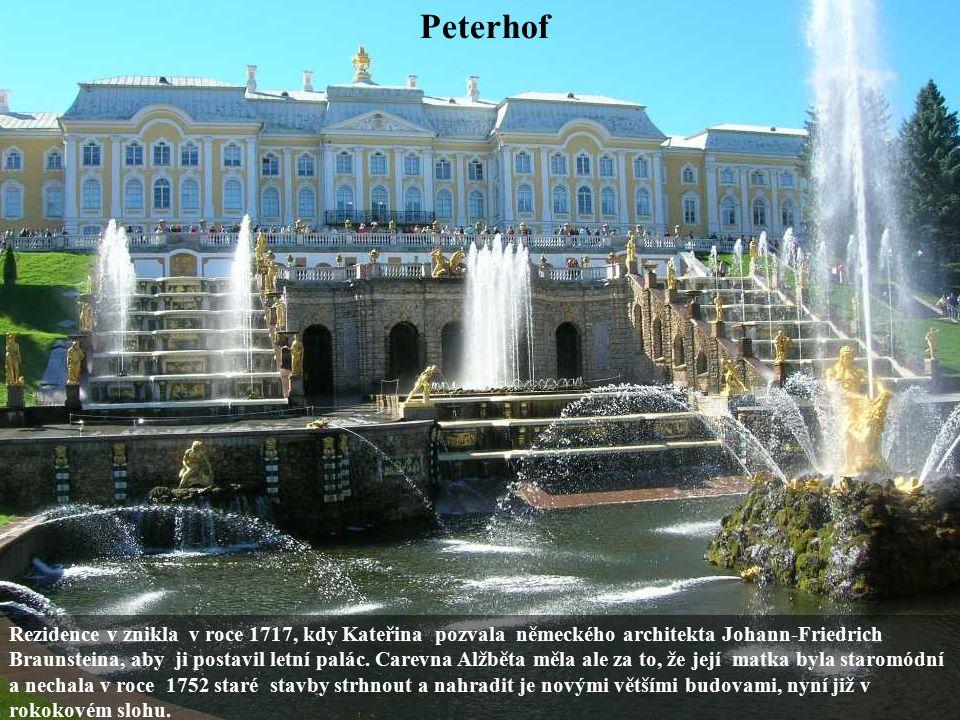 Peterhof Rezidence v znikla v roce 1717, kdy Kateřina pozvala německého architekta Johann-Friedrich Braunsteina, aby ji postavil letní palác. Carevna