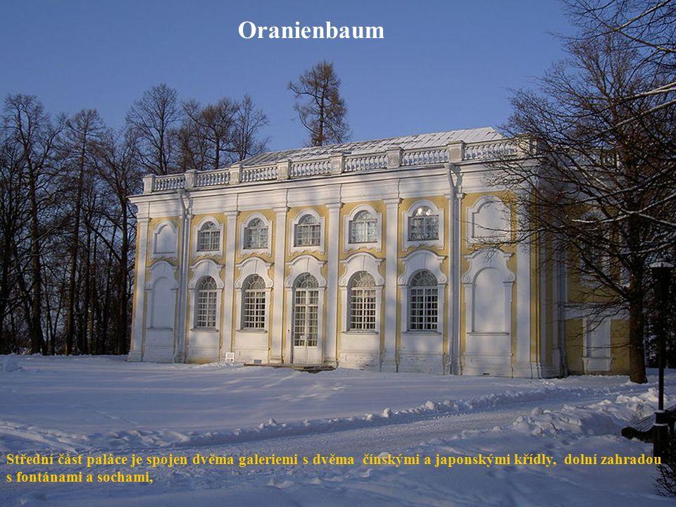 Oranienbaum Střední část paláce je spojen dvěma galeriemi s dvěma čínskými a japonskými křídly, dolní zahradou s fontánami a sochami,
