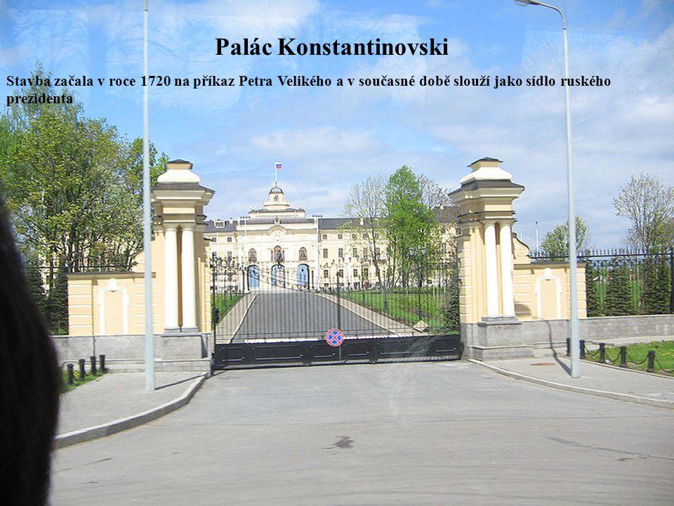 Palác Konstantinovski Stavba začala v roce 1720 na příkaz Petra Velikého a v současné době slouží jako sídlo ruského prezidenta
