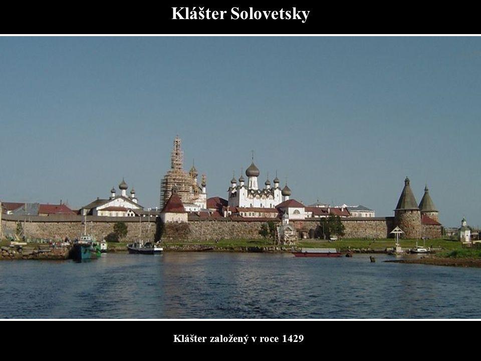 Klášter Solovetsky Klášter založený v roce 1429