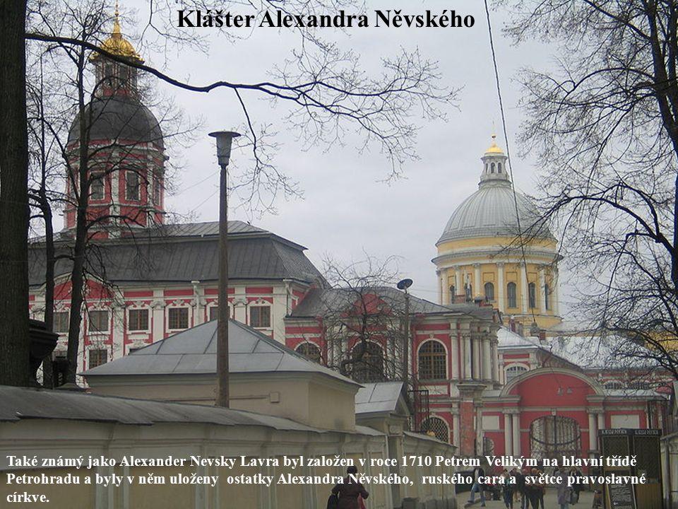 Klášter Alexandra Něvského Také známý jako Alexander Nevsky Lavra byl založen v roce 1710 Petrem Velikým na hlavní třídě Petrohradu a byly v něm uloženy ostatky Alexandra Něvského, ruského cara a světce pravoslavné církve.