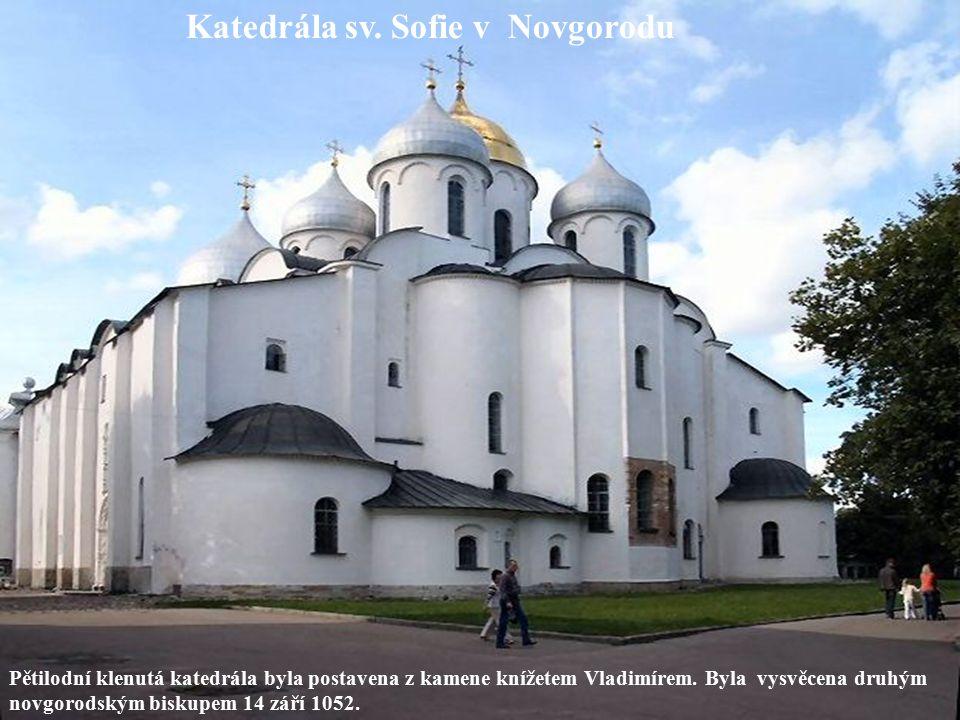 Pětilodní klenutá katedrála byla postavena z kamene knížetem Vladimírem. Byla vysvěcena druhým novgorodským biskupem 14 září 1052. Katedrála sv. Sofie