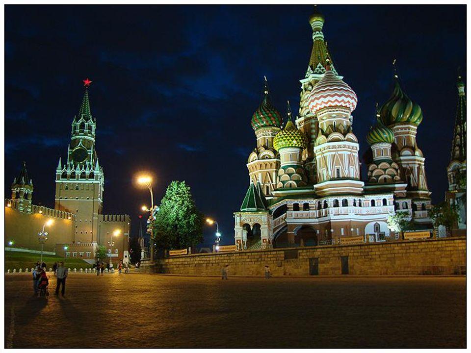Moskva se nalézá v evropské části Ruska na 55,75° severní zeměpisné šířky a 37,62° východní zeměpisné délky. Leží v průměrné nadmořské výšce 156 metrů