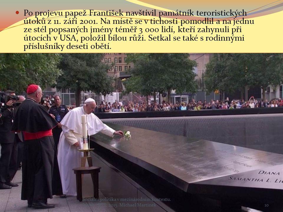 Po projevu papež František navštívil památník teroristických útoků z 11.