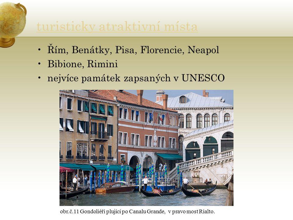 turisticky atraktivní místa Řím, Benátky, Pisa, Florencie, Neapol Bibione, Rimini nejvíce památek zapsaných v UNESCO obr.č.11 Gondoliéři plující po Canalu Grande, v pravo most Rialto.