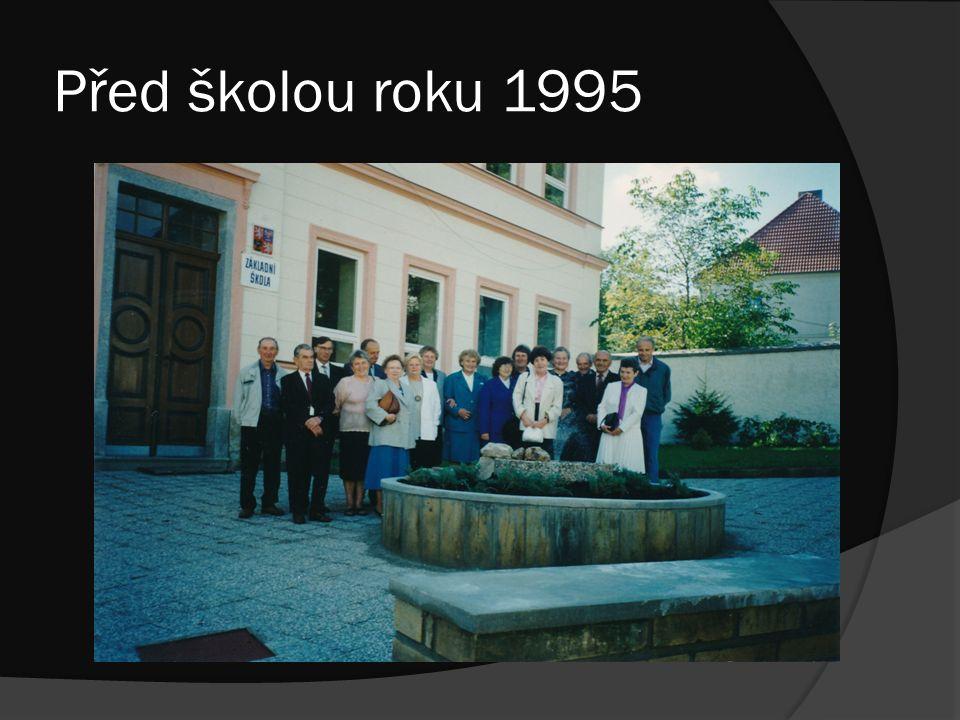 Před školou roku 1995