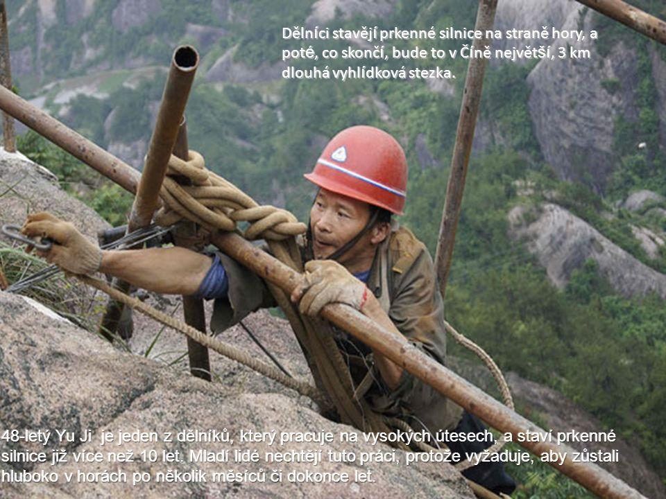 Yu Ji se postará o nejnebezpečnější část projektu - vrtání otvorů pro vsunutí trouby na podporu pěšiny.