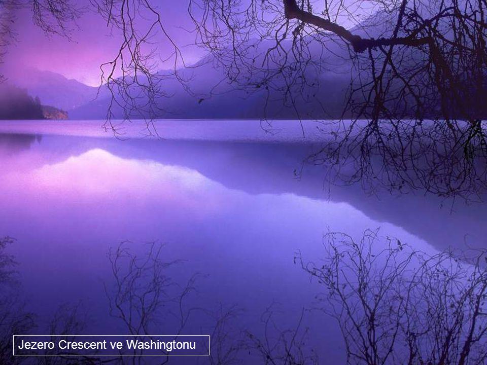Pyramidové jezero v Albertě