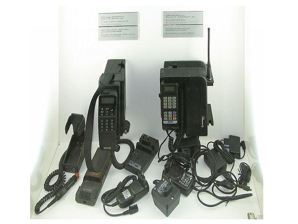  SMS - Služba krátkých textových zpráv (zkratka SMS z anglického Short message service)  MMS - Multimediální zprávy (zkratka MMS z anglického Multimedia Messaging Service)