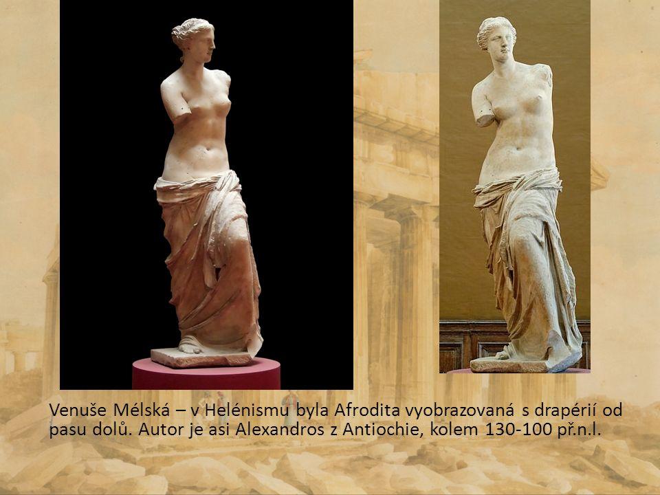 Venuše Mélská – v Helénismu byla Afrodita vyobrazovaná s drapérií od pasu dolů. Autor je asi Alexandros z Antiochie, kolem 130-100 př.n.l.