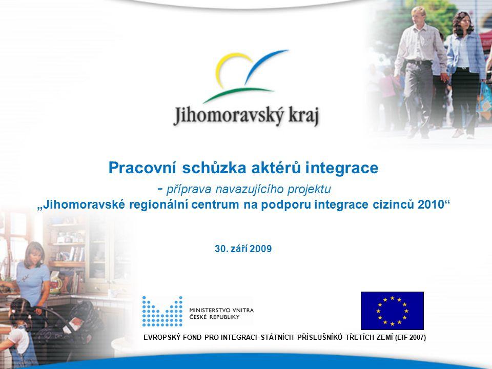"""Představení specifických cílů navazujícího projektu Specifické cíle (SC) SC V Podpora integrace cizinců do majoritní společnosti prostřednictvím kulturní a osvětové činnosti a dalších veřejných akcí SC VI Zajištění služeb zaměřených na zlepšení sociální, právní, jazykové a kulturní situace a postavení cizinců na území JMK SC VII Vyhodnocení naplňování """"Regionální strategie cílené a dlouhodobé podpory integrace cizinců ze třetích zemí na území JMK"""