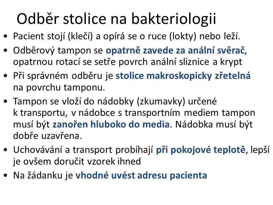 Odběr stolice na bakteriologii Pacient stojí (klečí) a opírá se o ruce (lokty) nebo leží.