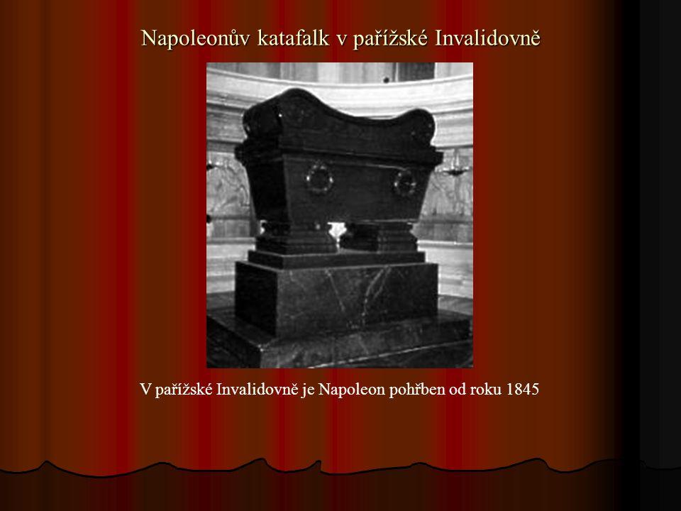 Napoleonův katafalk v pařížské Invalidovně V pařížské Invalidovně je Napoleon pohřben od roku 1845