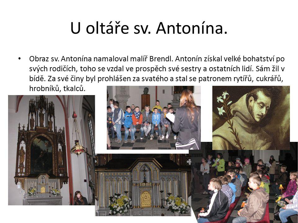 U oltáře sv. Antonína. Obraz sv. Antonína namaloval malíř Brendl.