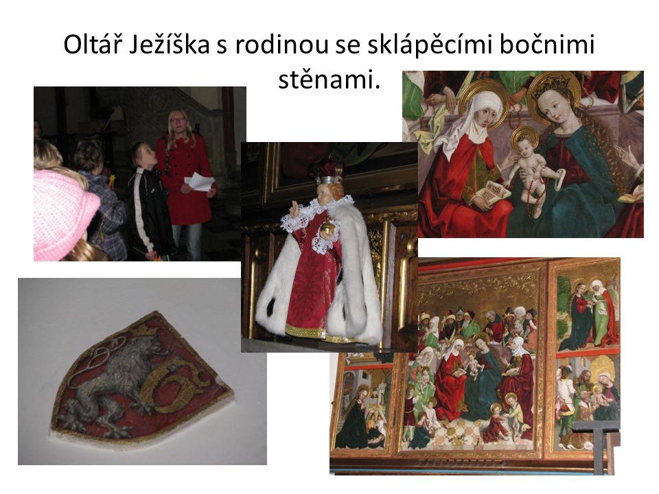 Oltář Ježíška s rodinou se sklápěcími bočnimi stěnami.