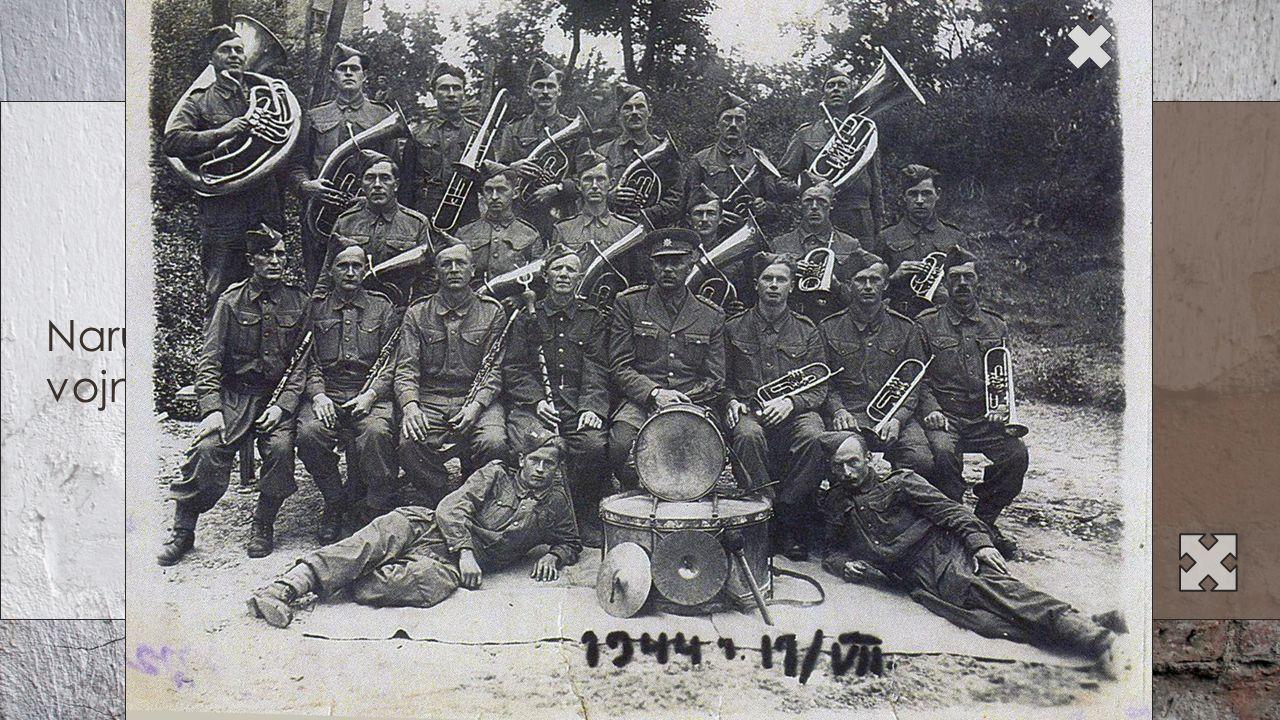 Narukování na vojnu Na fotografii s armádním sborem (19. června 1944) Pan František Beneš
