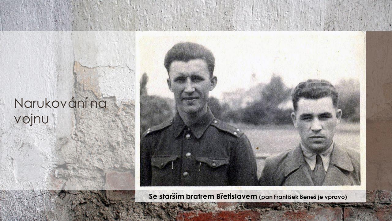 Narukování na vojnu Se starším bratrem Břetislavem (pan František Beneš je vpravo)