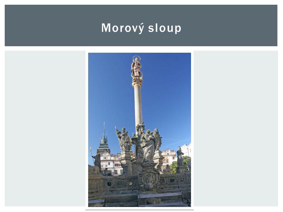  Nachází se uprostřed Pernštýnského náměstí.
