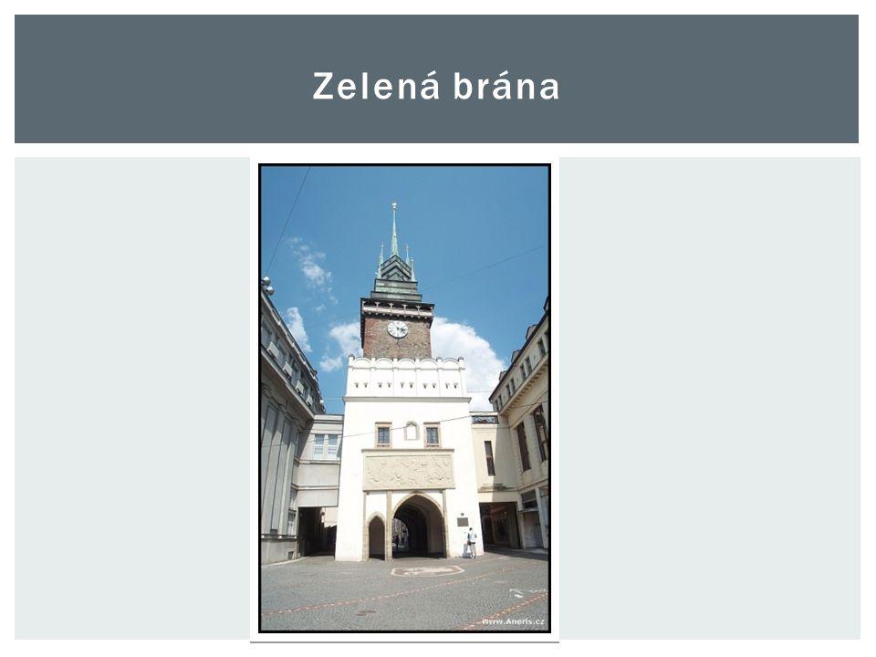 """ Původní brána v tomto místě vznikla zřejmě v desetiletí 1330- 1340, kdy Arnošt ze Staré a jeho syn Arnošt z Pardubic založili a nechali opevnit """"město nové ."""