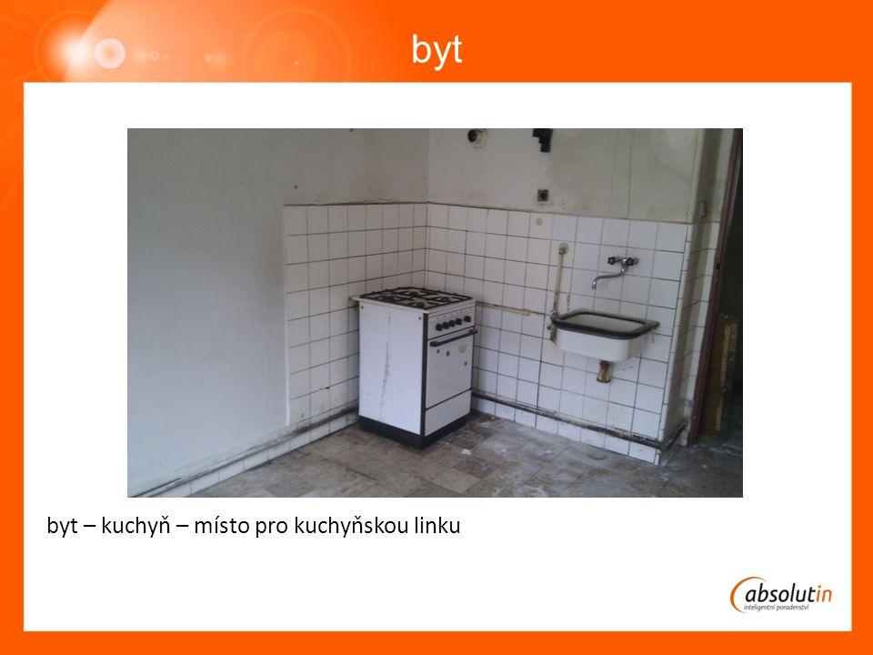 byt byt – kuchyň – místo pro kuchyňskou linku