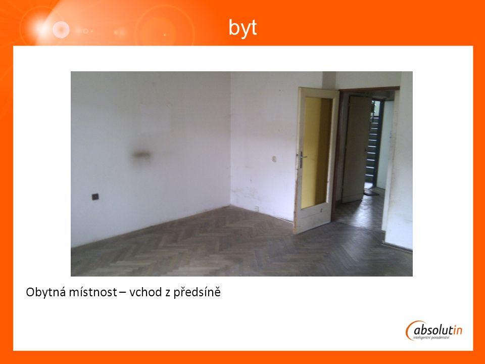 byt Obytná místnost – vchod z předsíně