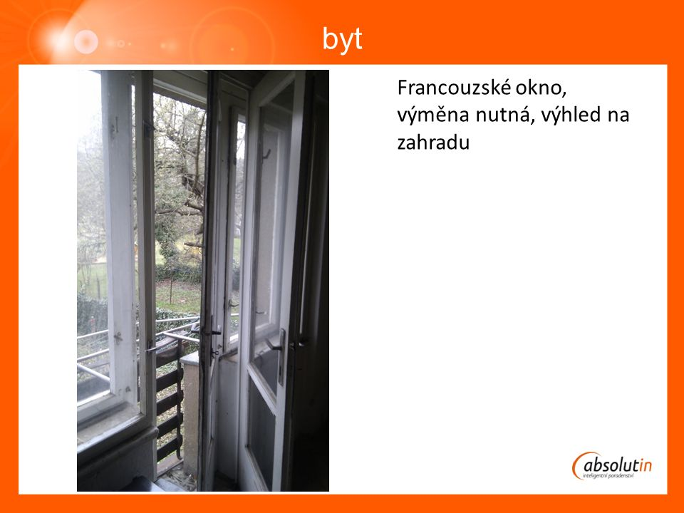 byt Francouzské okno, výměna nutná, výhled na zahradu